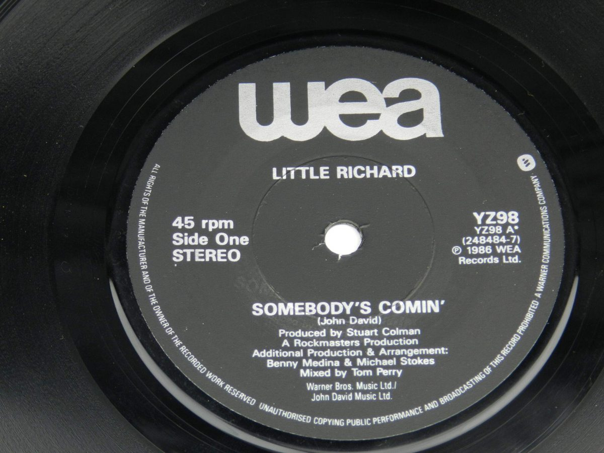 Little Richard – Somebodys Comin vinyl record side A label scaled