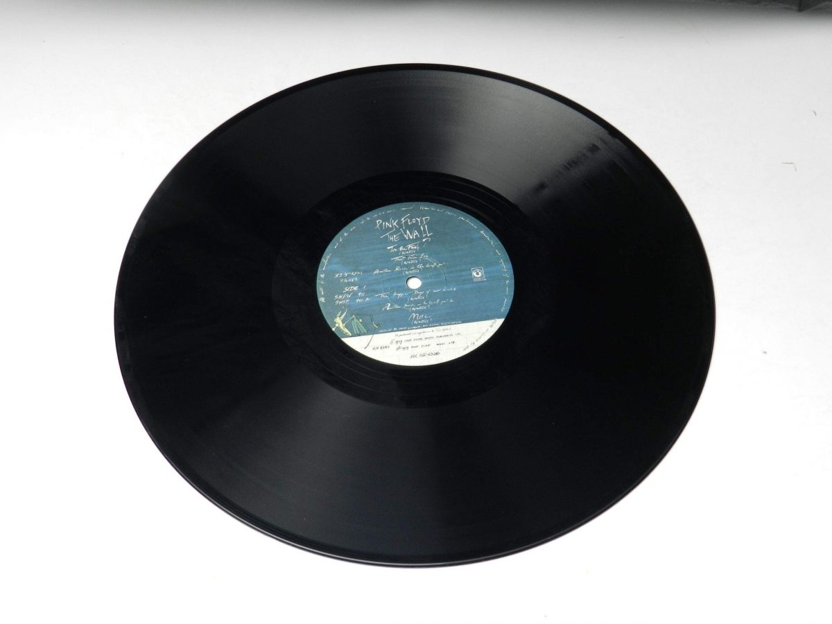 Pink Floyd – The Wall vinyl record 1 side A scaled