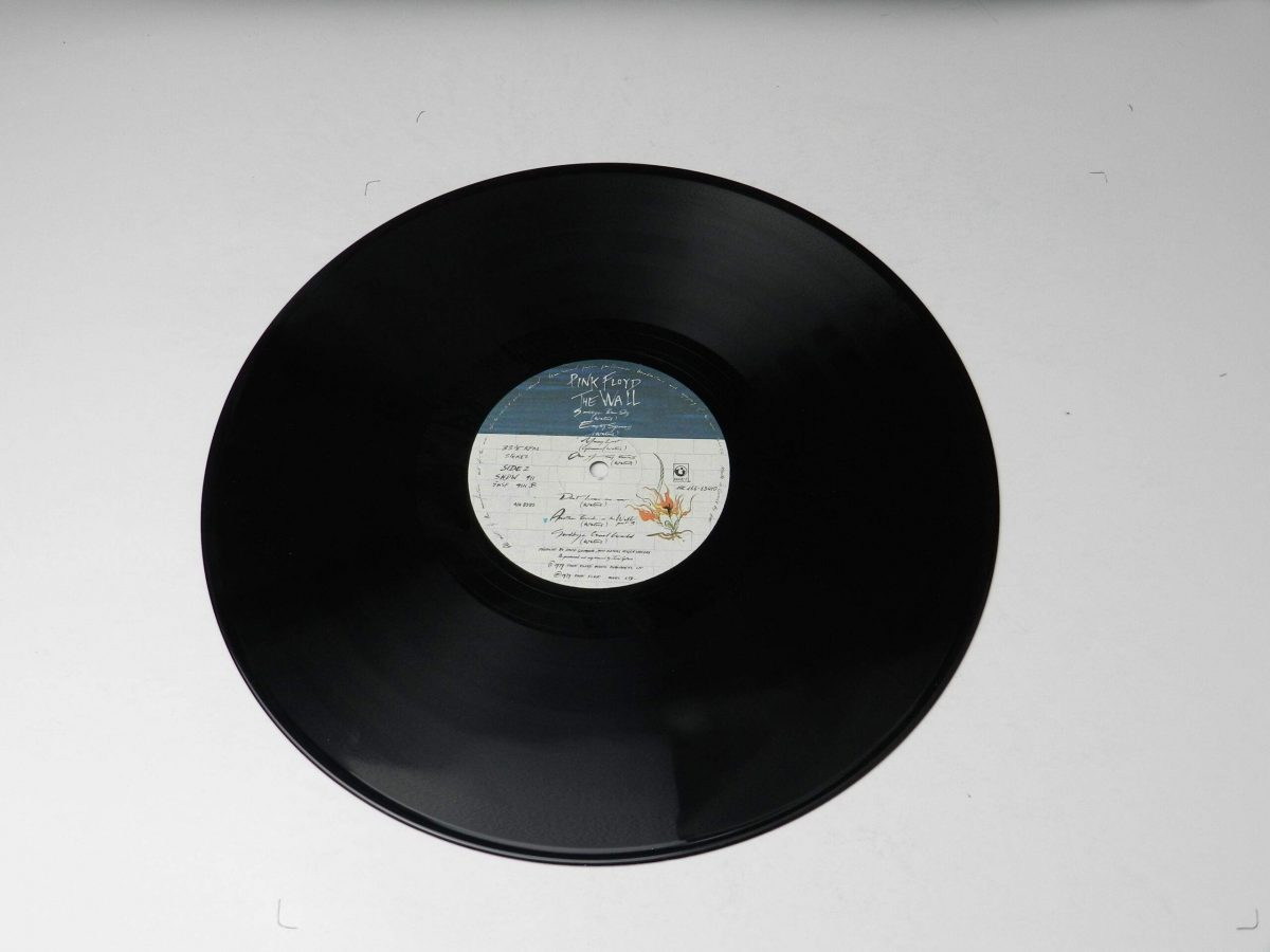 Pink Floyd – The Wall vinyl record 1 side B scaled