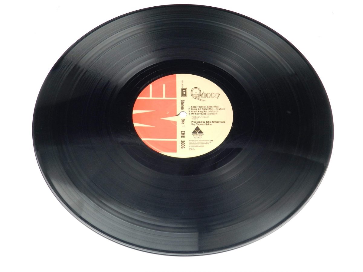 Queen – Queen vinyl record side A scaled