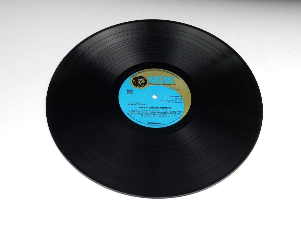 Various – Music From The Original Motion Picture Soundtrack That s Entertainment vinyl record 1 side A scaled