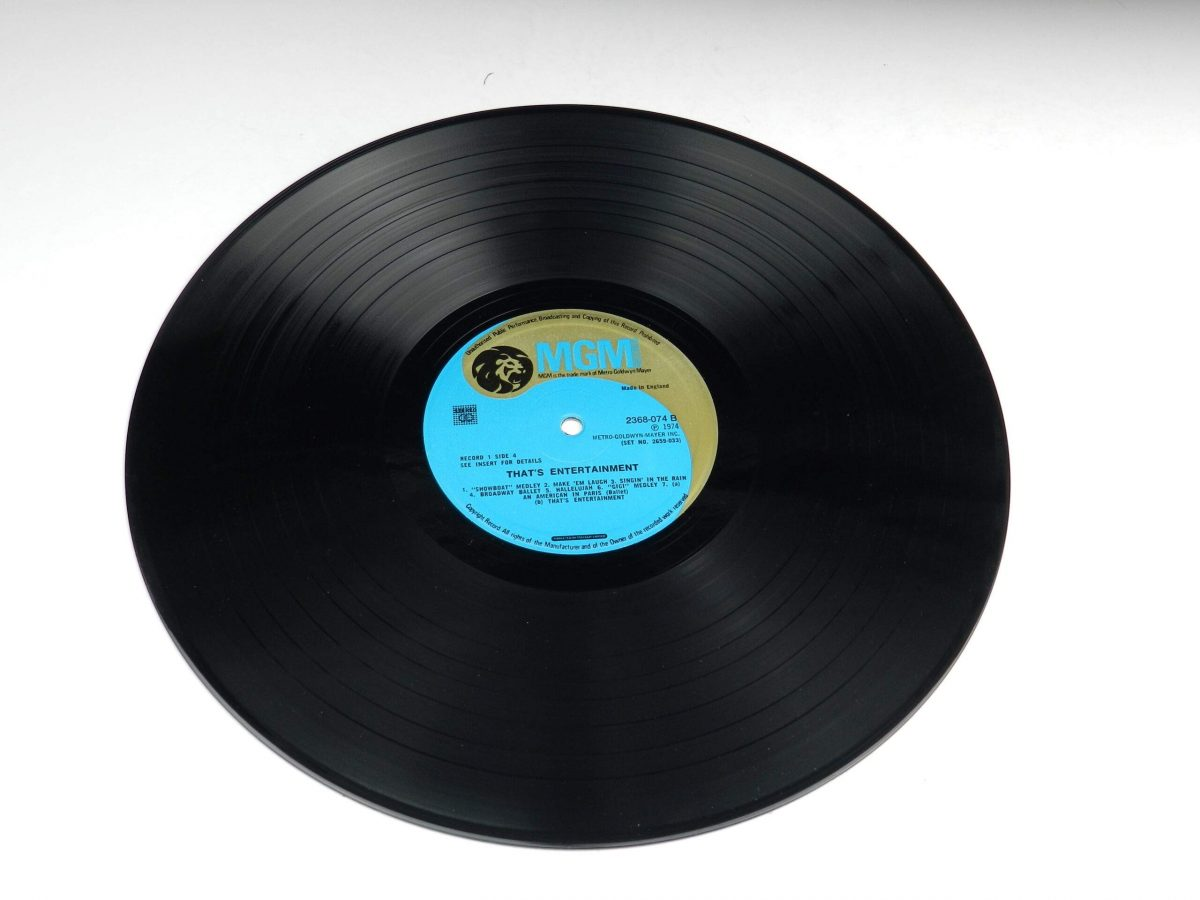 Various – Music From The Original Motion Picture Soundtrack That s Entertainment vinyl record 1 side B scaled
