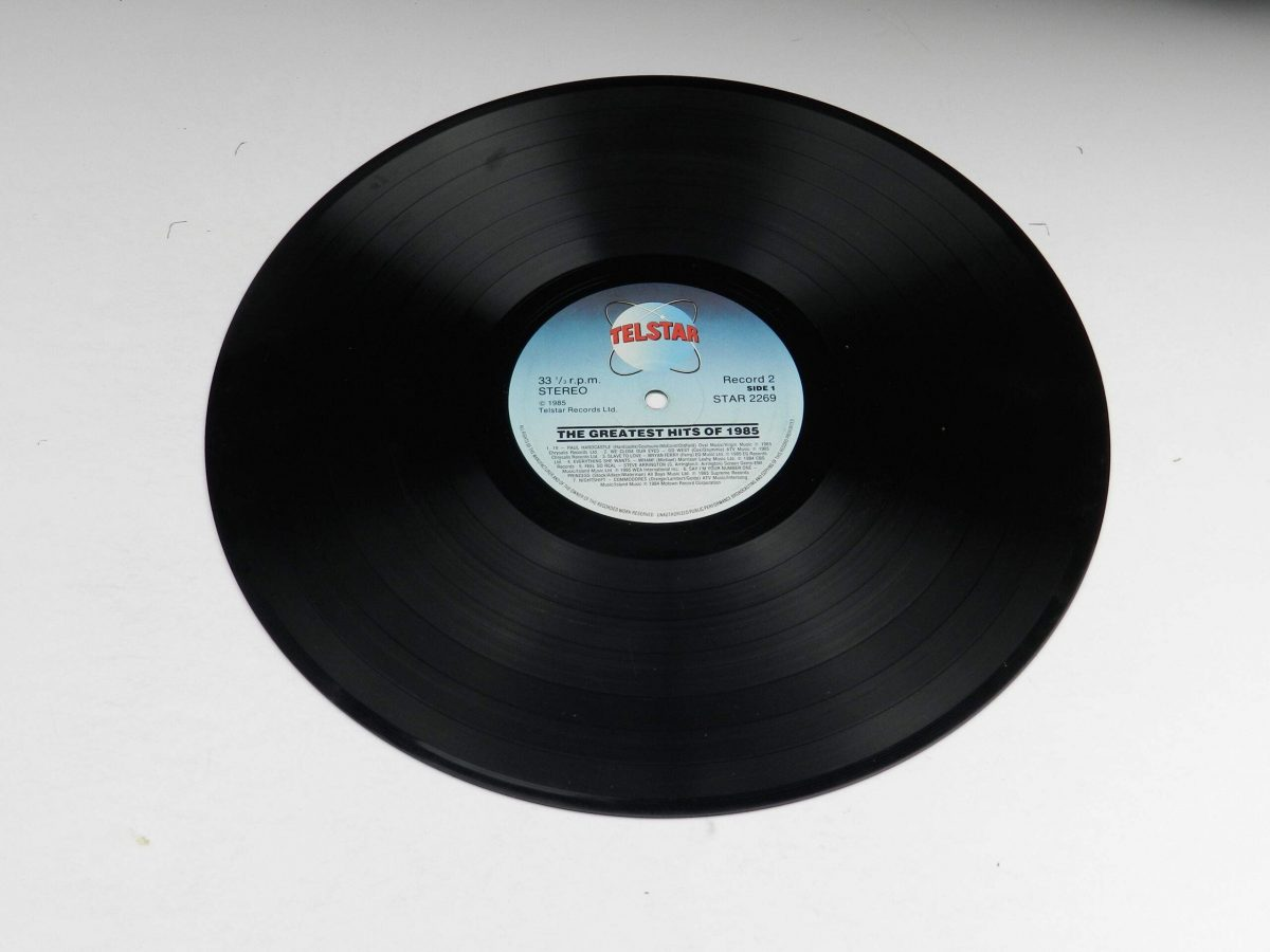 Various – The Greatest Hits Of 1985 vinyl record 1 side A scaled