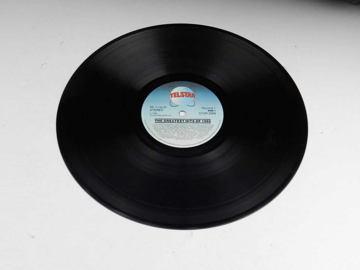 Various – The Greatest Hits Of 1985 vinyl record 2 side A scaled