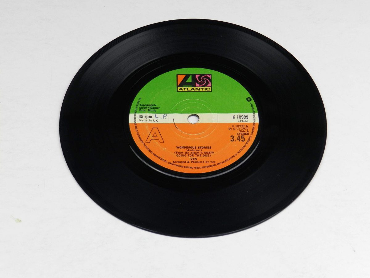 Yes – Wonderous Stories vinyl record side A scaled