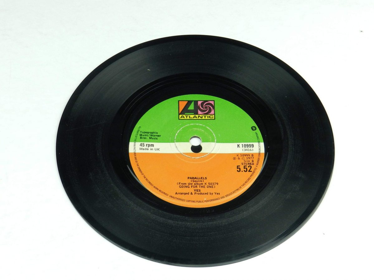 Yes – Wonderous Stories vinyl record side B scaled