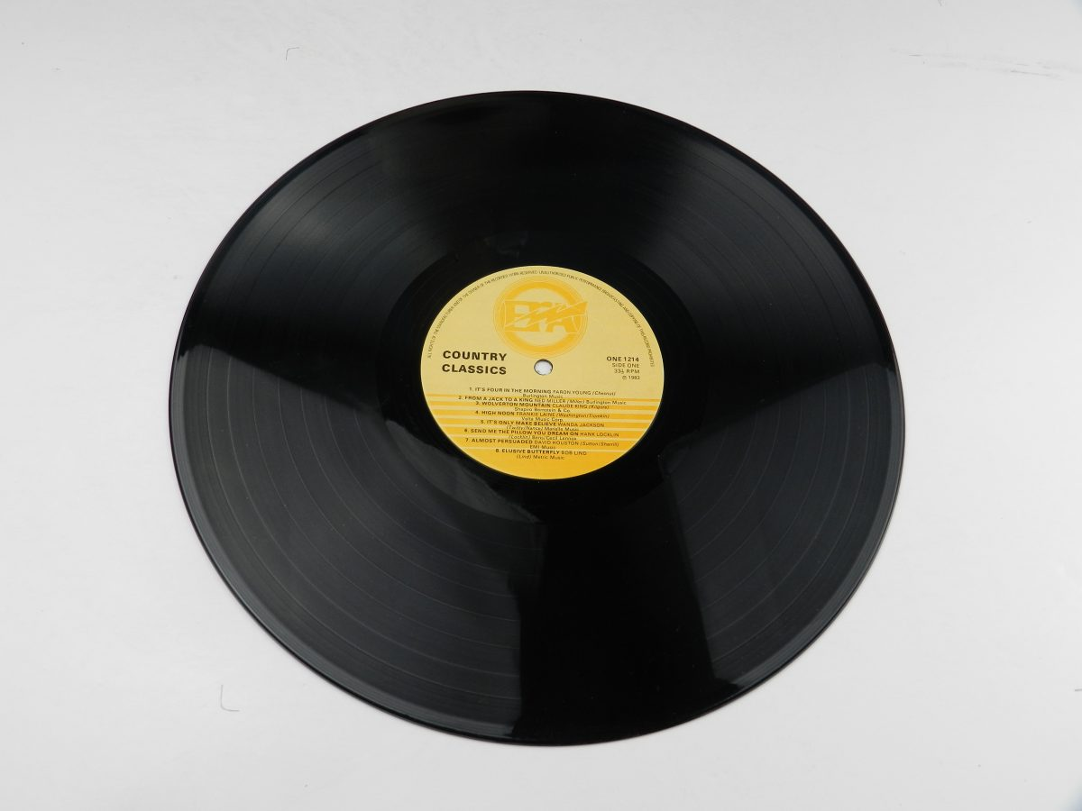 Various – Country Classics vinyl record side A scaled