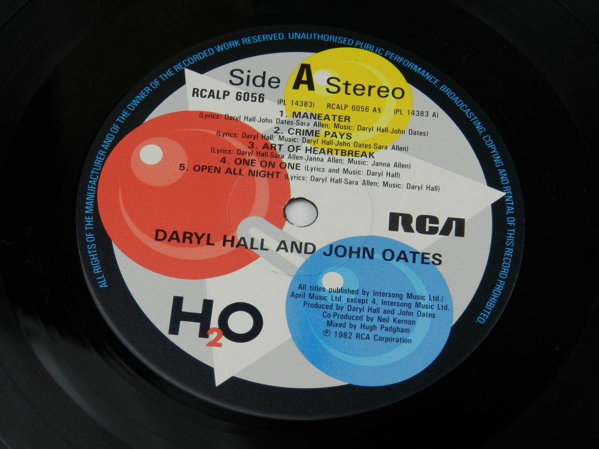 Daryl Hall John Oates – H₂O vinyl record side A label scaled