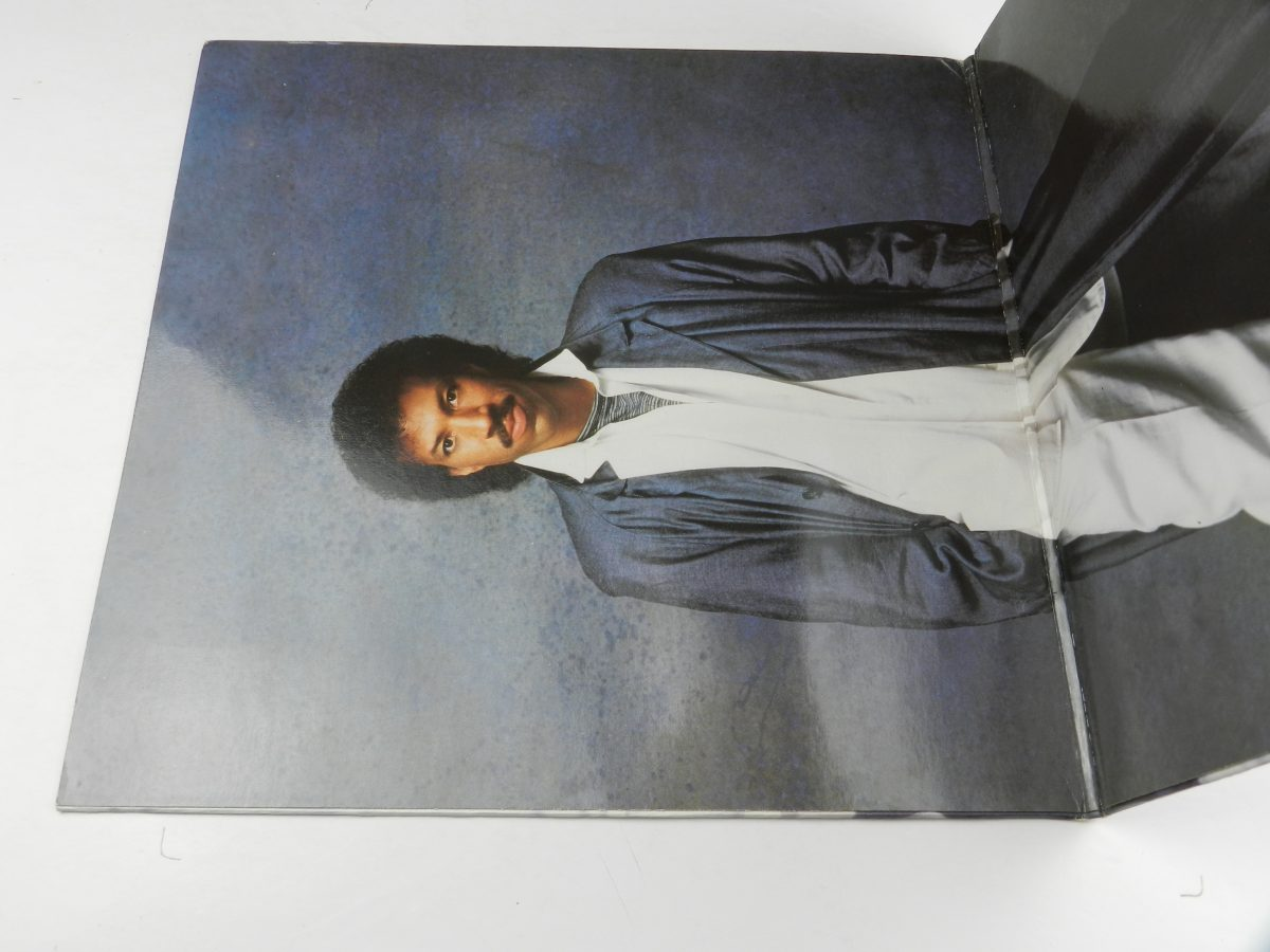 Lionel Richie – Dancing On The Ceiling vinyl record sleeve gatefold 1 scaled