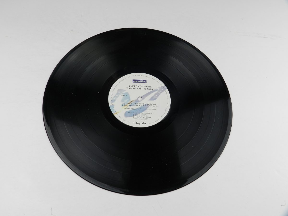 Sinead OConnor – The Lion And The Cobra vinyl record side B scaled