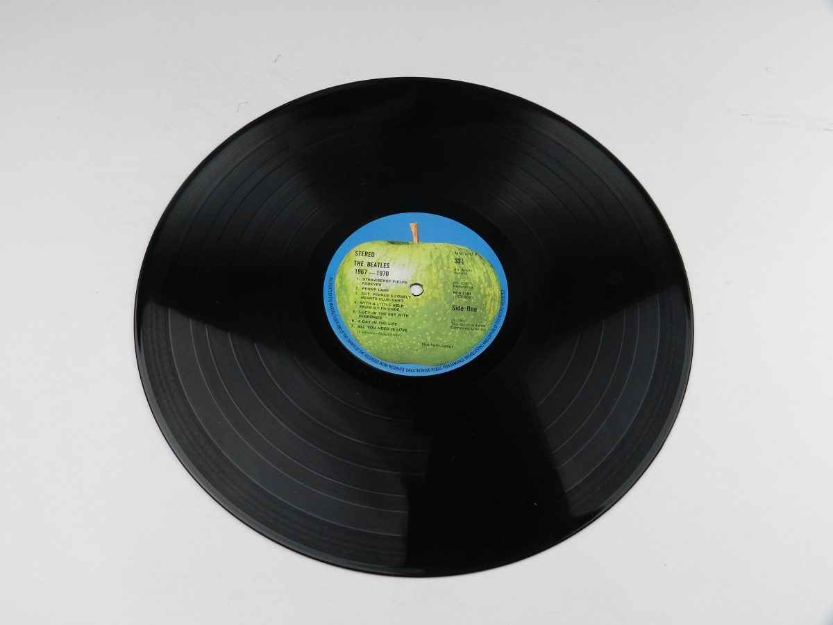 The Beatles – 1967 1970 vinyl record 1 side A scaled