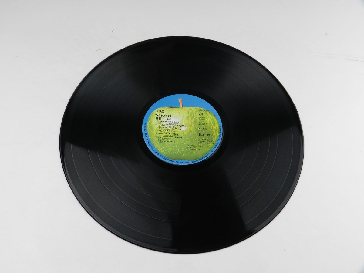 The Beatles – 1967 1970 vinyl record 2 side A scaled