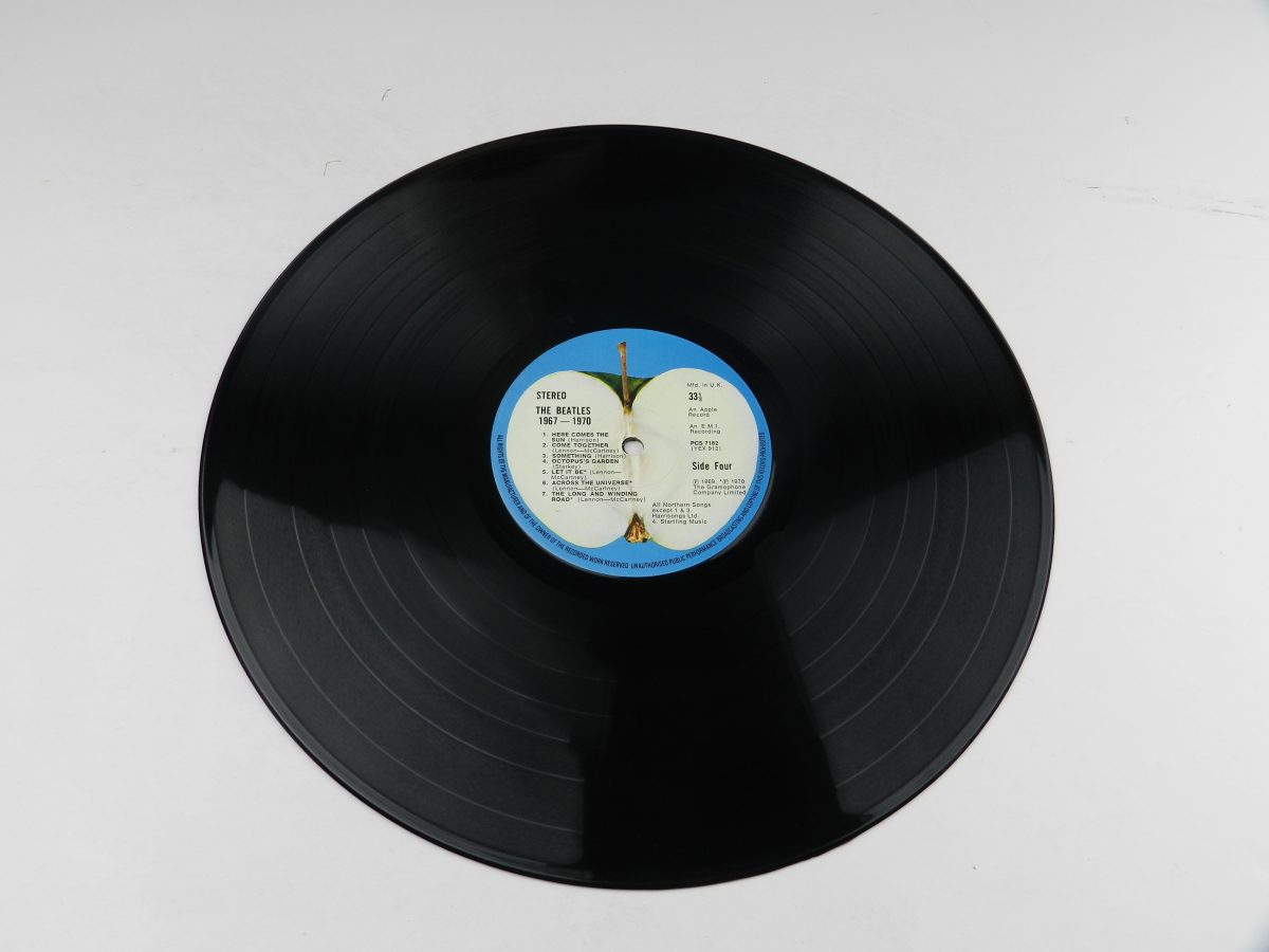 The Beatles – 1967 1970 vinyl record 2 side B scaled