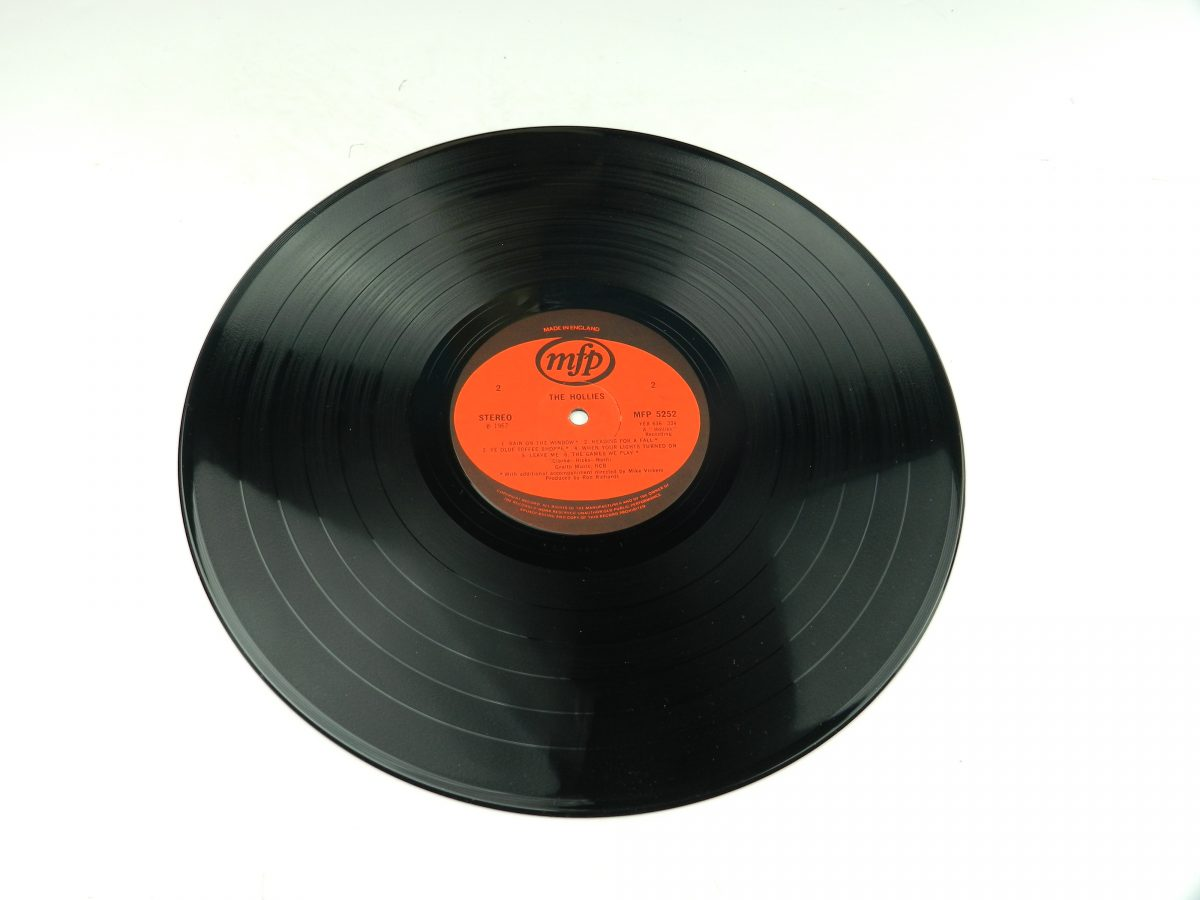 The Hollies – The Hollies vinyl record side B scaled