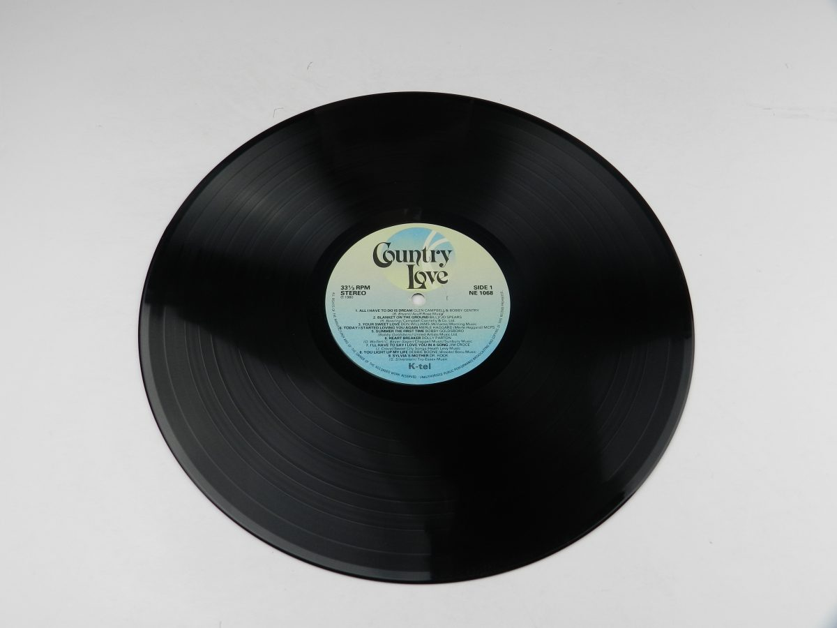 Various – Country Love vinyl record side A scaled